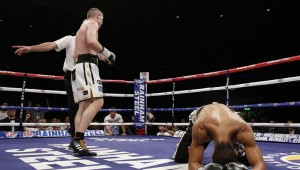 Liam Smith knocks out an opponent