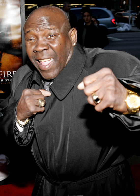Boxer Emile Griffith waves to the photographers as he arrives for the premiere of 'Ring Of Fire - The Emile Griffith Story.'.  Boxer Emile Griffith poses for the photographers as he arrives for the premiere of the USA Network's boxing drama 'Ring Of Fire: The Emile Griffith Story' in New York April 13, 2005. REUTERS/Marion Curtis Reuters / Picture supplied by Action Images *** Local Caption *** RBBORH2005041400058.jpg