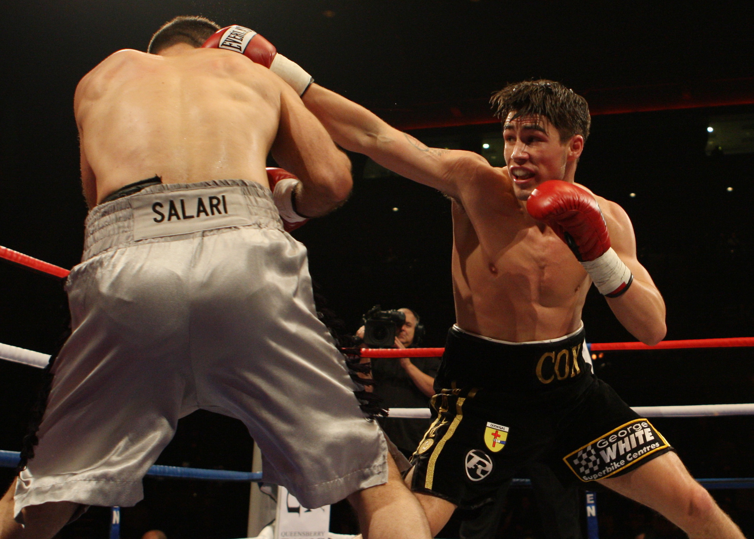 Boxing - Jamie Cox v Manoocha Salari - Welterweight Fight - Liverpool Echo Arena - 30/10/09 Jamie Cox (R) in action against Manoocha Salari  Mandatory Credit: Action Images / Carl Recine