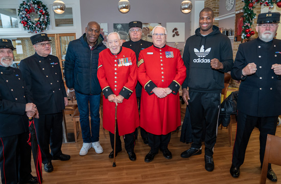 DUBOIS AND BRUNO PAY RESPECT TO ICONIC BRITISH HEROES